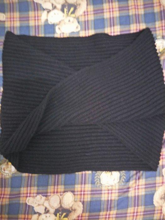 日系厚針織毛料披肩有日標披起來會像蝴蝶結剛好卡在肩。有彈性