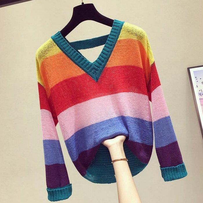 顯瘦V領彩虹條纹寬鬆破洞針織上衣