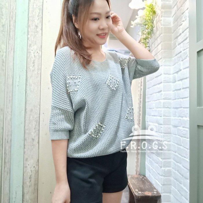 F.R.O.G.S T00074(全新)日本進口U領灰藍色珍珠勾花造型罩衫針織衣針織衫休閒衣-現貨特價