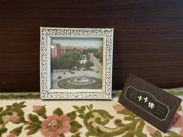 【卡卡頌 歐洲跳蚤市場/歐洲古董】歐洲老件_歐洲 風景 房屋 刷白 雕刻 木框 老掛畫 小掛畫 家飾 pa0161