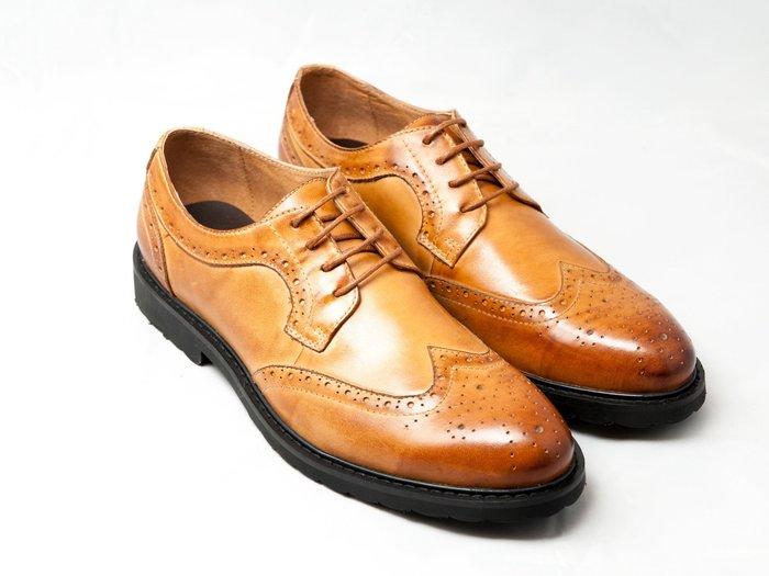 翼紋雕花德比鞋:手工上色小牛皮真皮皮鞋男鞋-焦糖色-免運費-[LMdH直營線上商店]E1A14-89