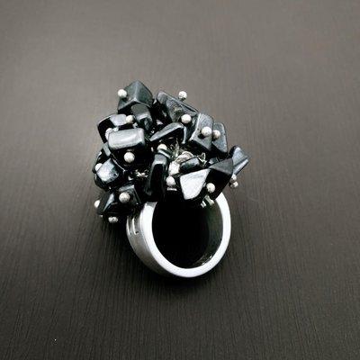 DYRBERG/KERN 沈甸甸黑色礦石花束 丹麥設計珠寶戒指 打翻珠寶盒r35