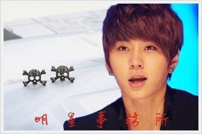 獨特造型韓國明星愛用款!! 正韓進口ASMAMA官方正品 BEAST 龍俊亨 同款個性骷髏鑲鑽耳釘耳環 (單支價)