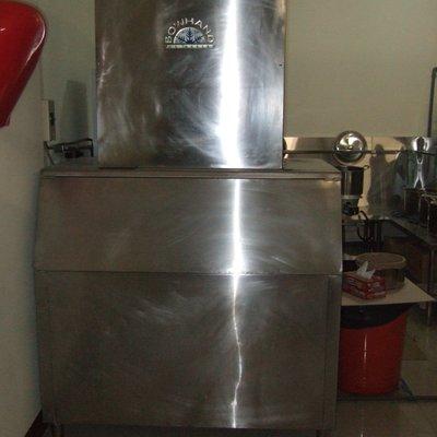 300磅400磅600磅800磅製冰機 3-500噸空調冰水主機 .3-120噸氣冷冰水主機中古二手買賣出租工程規劃施工