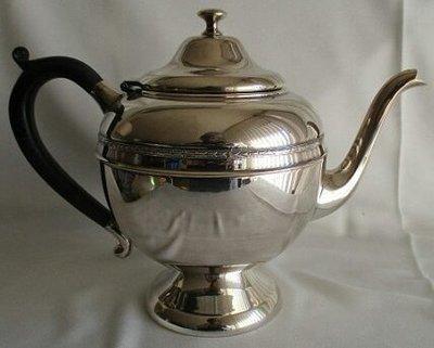 71加拿大鍍銀壺Silver Plate Teapot Essay  E. P. Brass