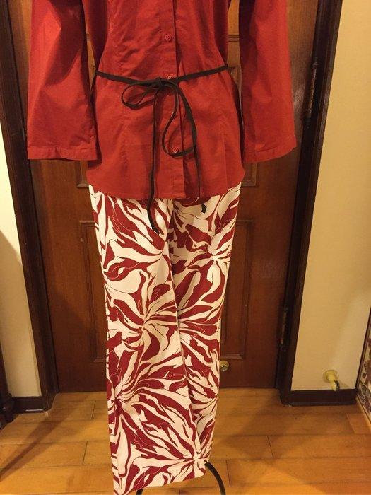 MEXX 歐洲名品 - 時尚品味紅色印花長褲 - 送H&M 深橘色上衣 (買ㄧ送ㄧ)
