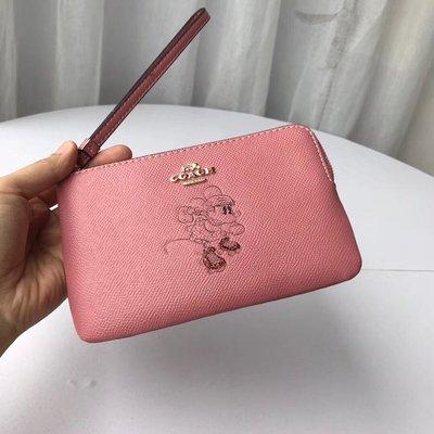 【紐約女王代購】COACH 寇馳 30004 米奇手拿包 粉色 手腕包 美國代購