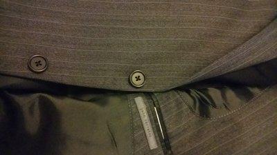 歐碼46 John Varvatos Super130  Pinstripe 年輕修身款細白條紋單排三釦成套西裝