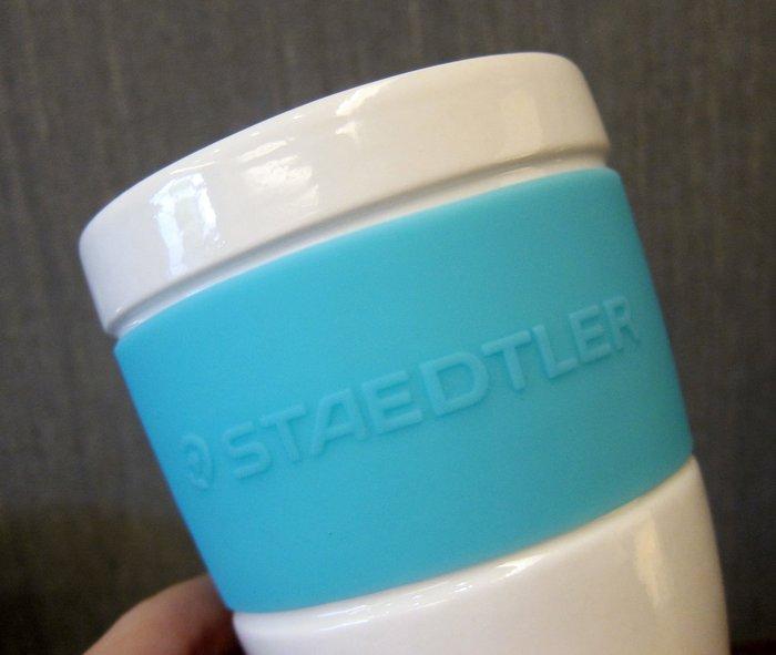 二手轉售 - STAEDTLER施德樓天空藍色矽膠套隔熱杯白瓷杯咖啡杯馬克杯水杯茶杯筆筒