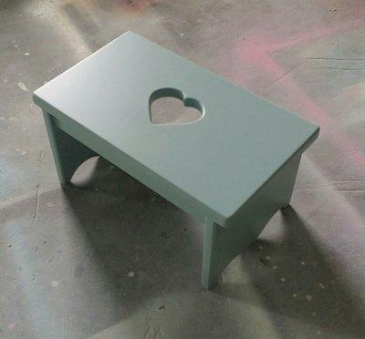 美生活館 全新鄉村家具 訂製 客製化 量產 全紐松原木 心型 矮 板凳 穿鞋椅 踏腳椅 木色 白色 灰綠色 也可修改尺寸
