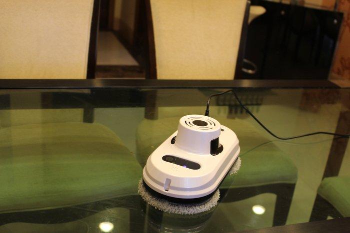 FUO衛浴: 擦玻璃小幫手  智能清潔玻璃機器 限一組特價!
