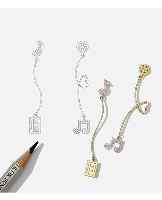 ◎美國代買◎韓風代購水鑽音符卡帶與愛心線型垂飾不對稱水鑽音符卡帶耳針耳環~歐美街風~大尺碼