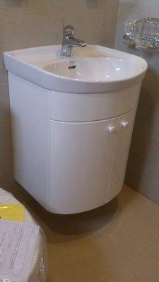 TOTO臉盆LW250CGU TOTO龍頭TLS03301PA  鋼琴烤漆浴櫃 優惠省錢組合