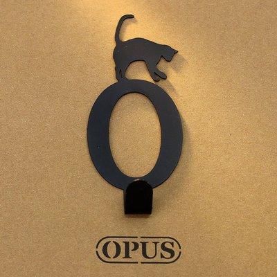 當貓咪遇上字母O 《經典黑》2017聖誕禮物 壁飾掛勾 造型無痕掛鉤 交換禮【OPUS東齊金工】HO-ca10-O(B)