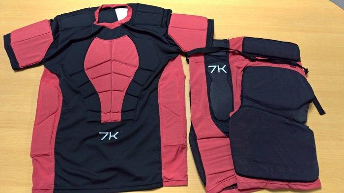 紅極一時口碑超好的Reebok 7K 直排籠褲 直排防摔褲的復刻再強化版 後限量到貨50件 連同護胸衣一起買免運優惠