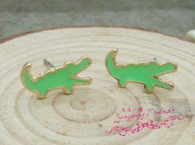 *。漾漾小舖*。可愛逗趣的綠色張嘴小恐龍鋼針耳環˙鋼【A2410】☆°可改細膠夾+10