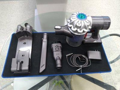 Dyson 戴森 v6 吸塵器組 二手 有使用痕跡 完美主義者請勿下標 1990價格為無充電底座