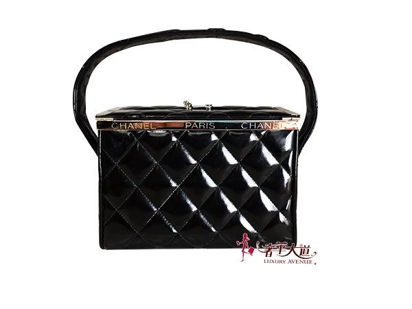 *奢華大道國際精品*【CH0511】CHANEL黑色漆皮菱格紋復古化妝箱手提包