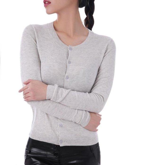 歐系新品-經典百搭秋冬冷氣房必備100% Cashmere長袖淺灰圓領鈕扣可開襟柔軟親膚喀什米爾外罩針織上衣小外套
