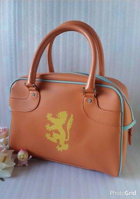 【CHIMOMO】貝克漢御用 英國品牌Pringle(普林格) 亮橘色小狮子圖案保齡球手提包