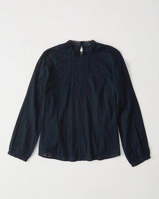 【天普小棧】A&F Abercrombie&Fitch Lace Mock Neck Top蕾絲繡花長袖棉麻衫深藍S號