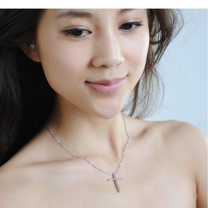 《現貨》時尚簡約 國際925純銀 十字架 純銀鎖骨鍊 項鍊 附禮盒 拭銀布 生日、情人節、聖誕節禮物 Baonizi