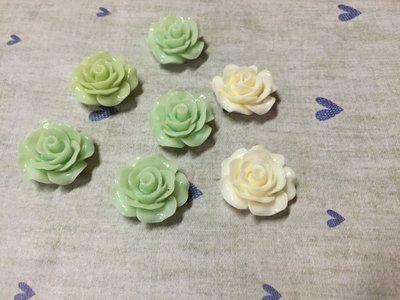 20mm 綠 白 小玫瑰花 造型DIY素材 袖珍小物 奶油殼 飾品材料 (現貨)