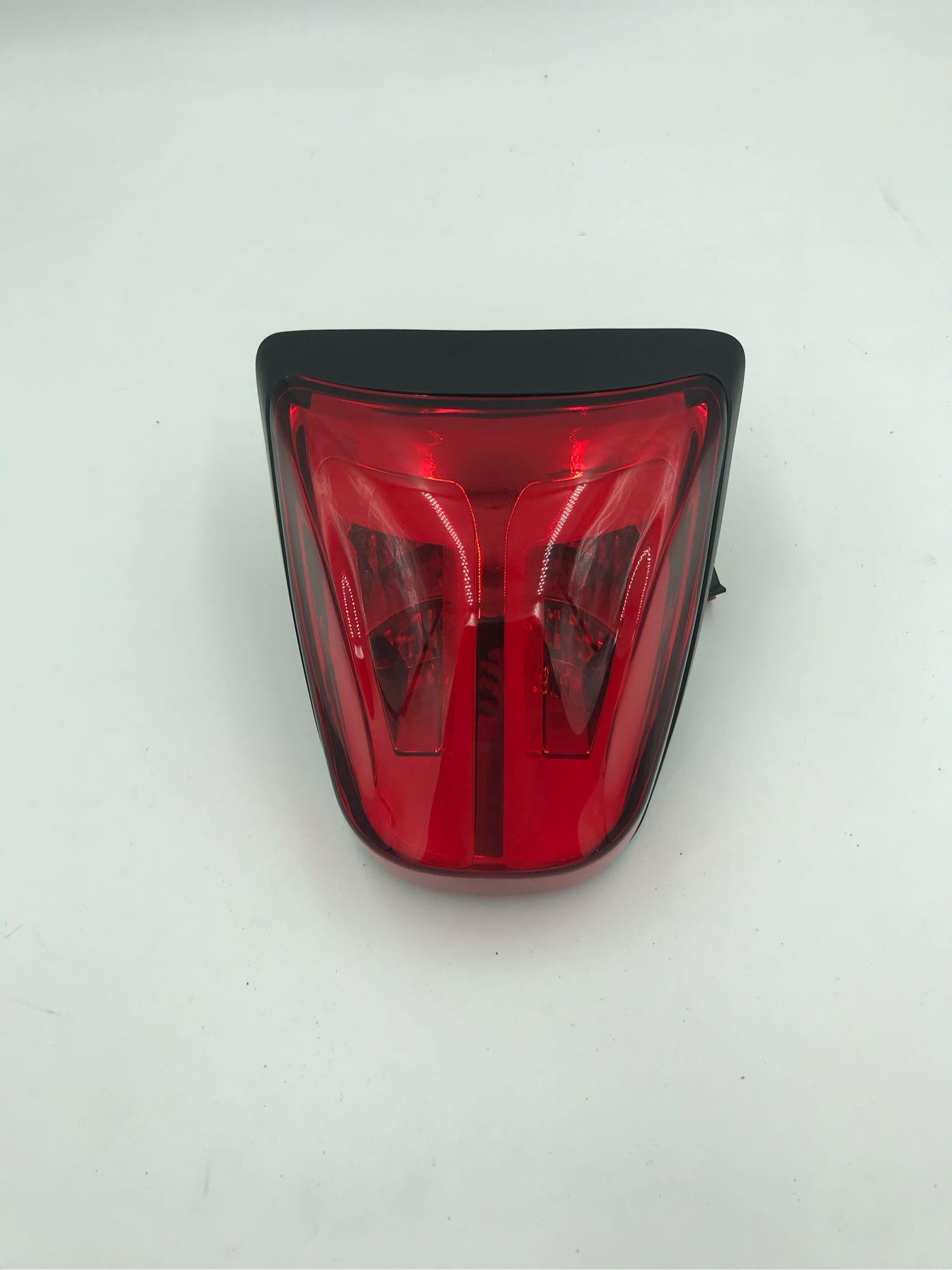 Vespa Ze Gang 衝刺Led紅殼黑框後尾燈
