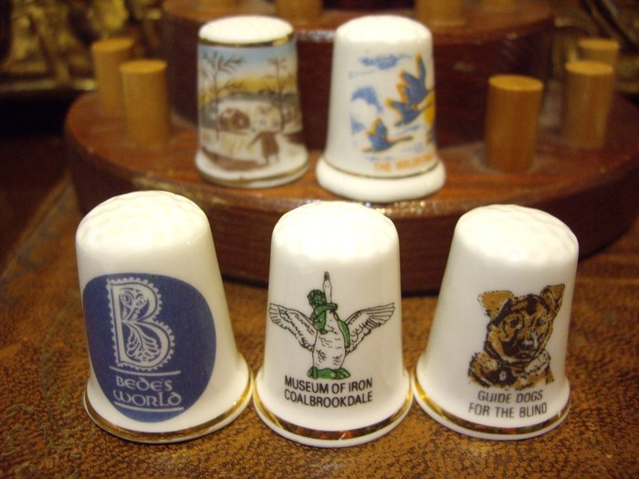 歐洲古物時尚雜貨 骨瓷頂針 造型頂針 B 人抱鵝 狗 縫紉飾品 指套 擺飾品 古董收藏 一組3件