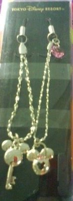 全新日本帶回東京迪士尼~米奇米妮鎖鑰造型 水晶精美手機吊飾日幣2520