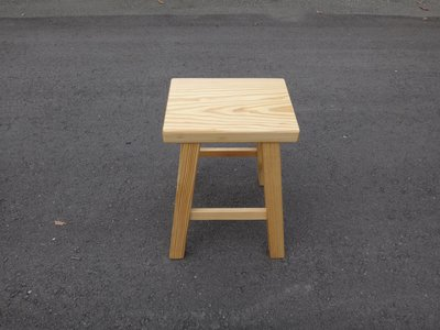 C031 {崙頂傳統原木家具行}~黃松木四角椅 多張可議 可訂做訂色 有現貨