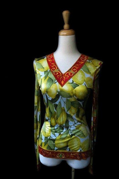 *Beauty*DOLCE & GABBANA古典花V領長袖T恤40號 6900  元  ZMS