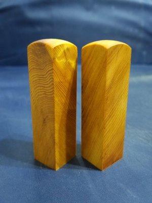 台灣檜木6分印章 (黃檜、閃花)7*1.8cm正方 1對350元~g18