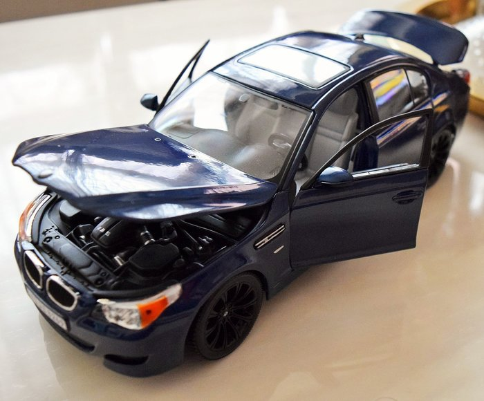{首富車房}1:18 BMW M5 E60 最強 風暴來襲~~~~~~~~~~~