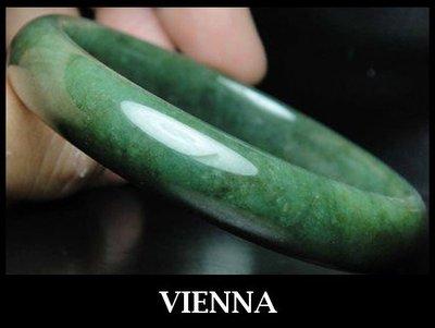 《A貨翡翠》【VIENNA】《手圍19.8/12mm版寬》緬甸玉冰種老種滿色濃墨翠綠/玉鐲/手鐲S+040