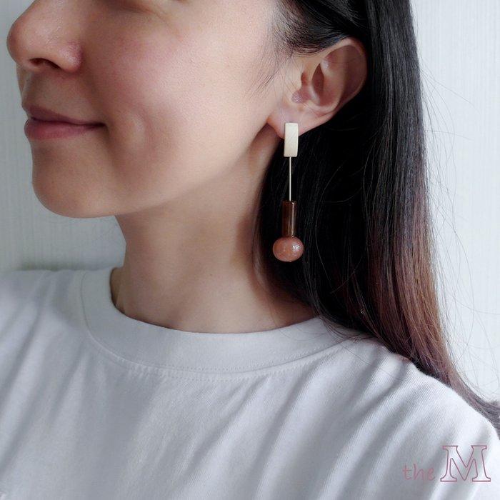 The M 正韓 圓柱 珠珠 垂墜 長耳環-兩色-抗過敏 鋼針