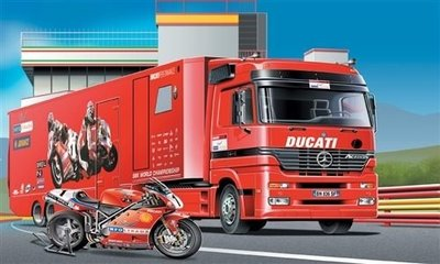 ITALERI 1/24 DUCATI RACING TEAM TRUCK & TRAILER (3815)