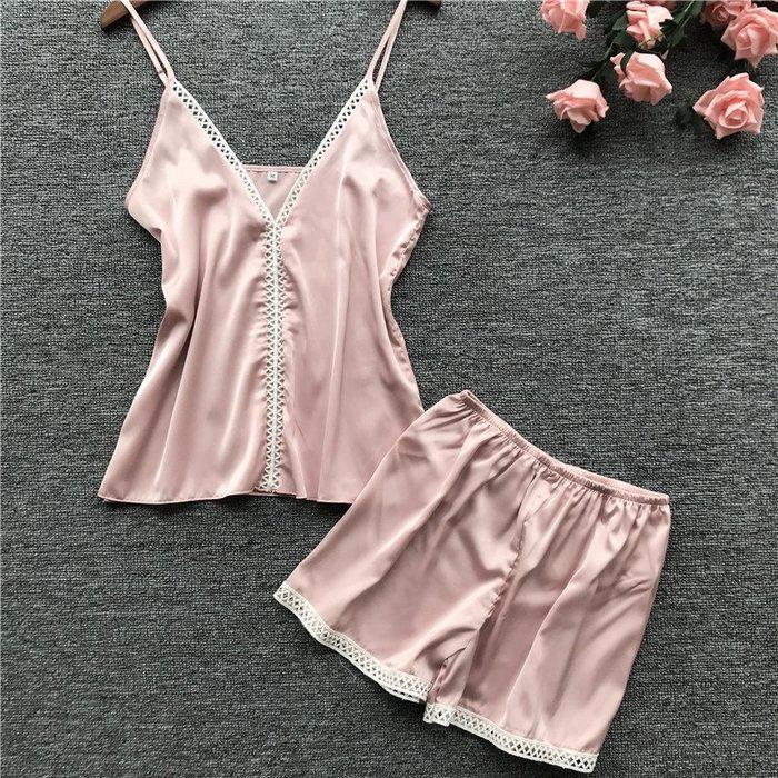 •*~ 辣媽咪衣飾小舖 ~*•❤女裝系列📣R950593性感深V火辣性感吊帶睡衣+短褲二件套套裝