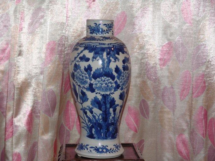 阿國的舊愛新歡˙˙清代˙˙青花花鳥紋˙˙觀音瓶