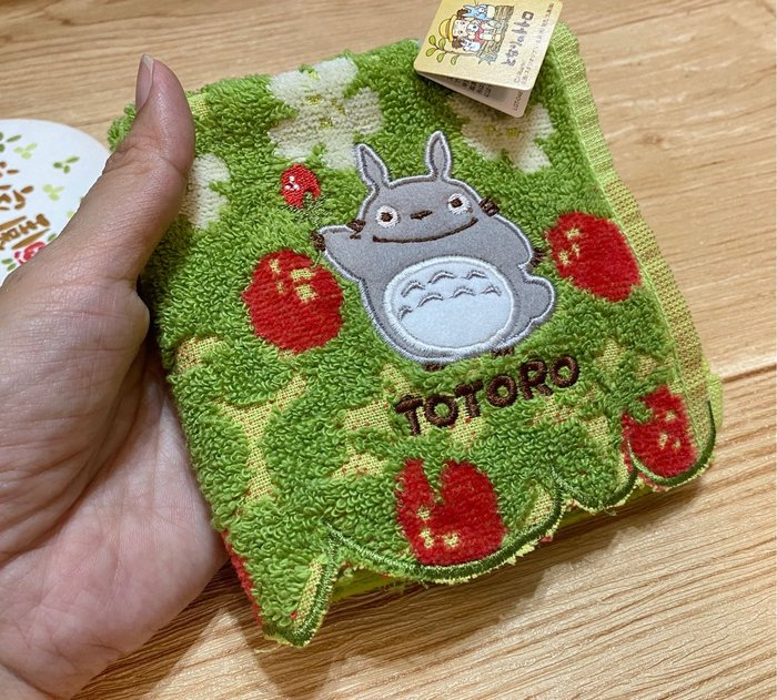 美家園日本生活館 日本製正版宮崎駿龍貓totoro毛巾手帕草莓款
