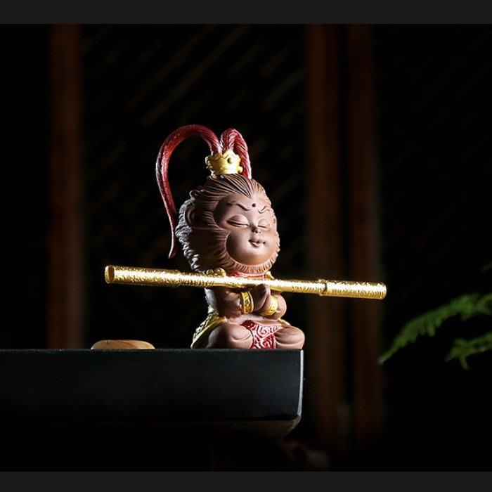 5Cgo【茗道】570641716293 紫砂陶瓷齊天大聖孫悟空猴子美猴王博古架茶桌茶盤擺飾車上裝飾陶瓷擺件含金箍棒