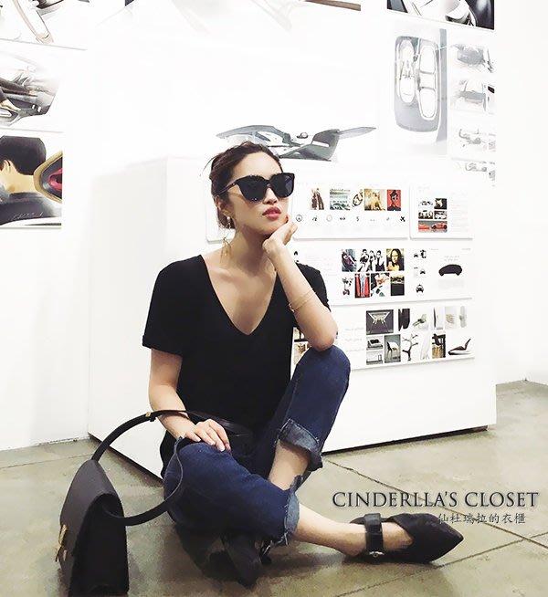 《仙杜瑞拉的衣櫃》現貨 s0950 寬鬆版 素色基本款 大V領深V休閒風格T恤
