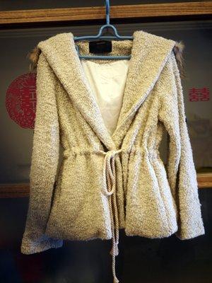 ~Green~Shop 寶貝衣櫃~ 短大衣 綁繩 連帽外套   可面交 休閒 保暖