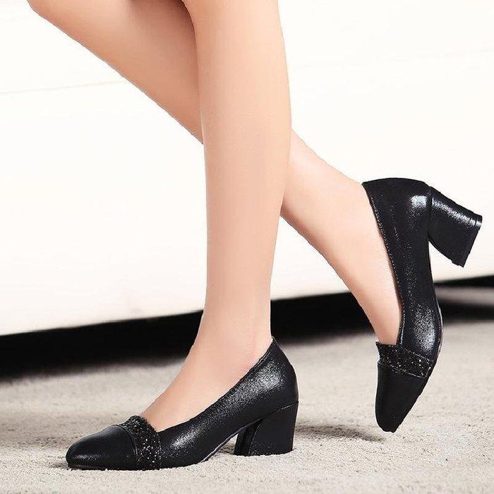 【星居客】精美女鞋大小碼女鞋  亮片粗跟小碼女鞋31淺口32尖頭33拼色大碼中跟單鞋40 41-45韓版42S932