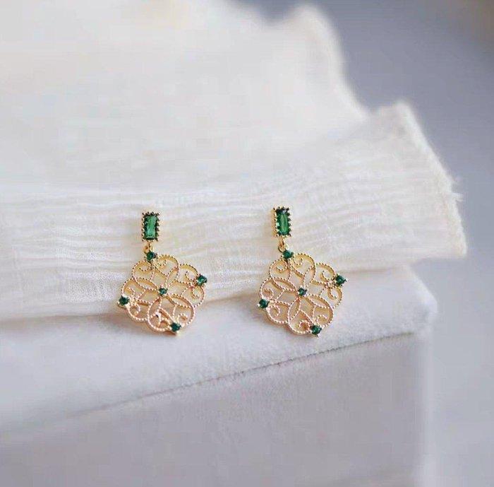 CN 法式優雅復古宮廷風祖母綠鏤空雕花925銀針耳環