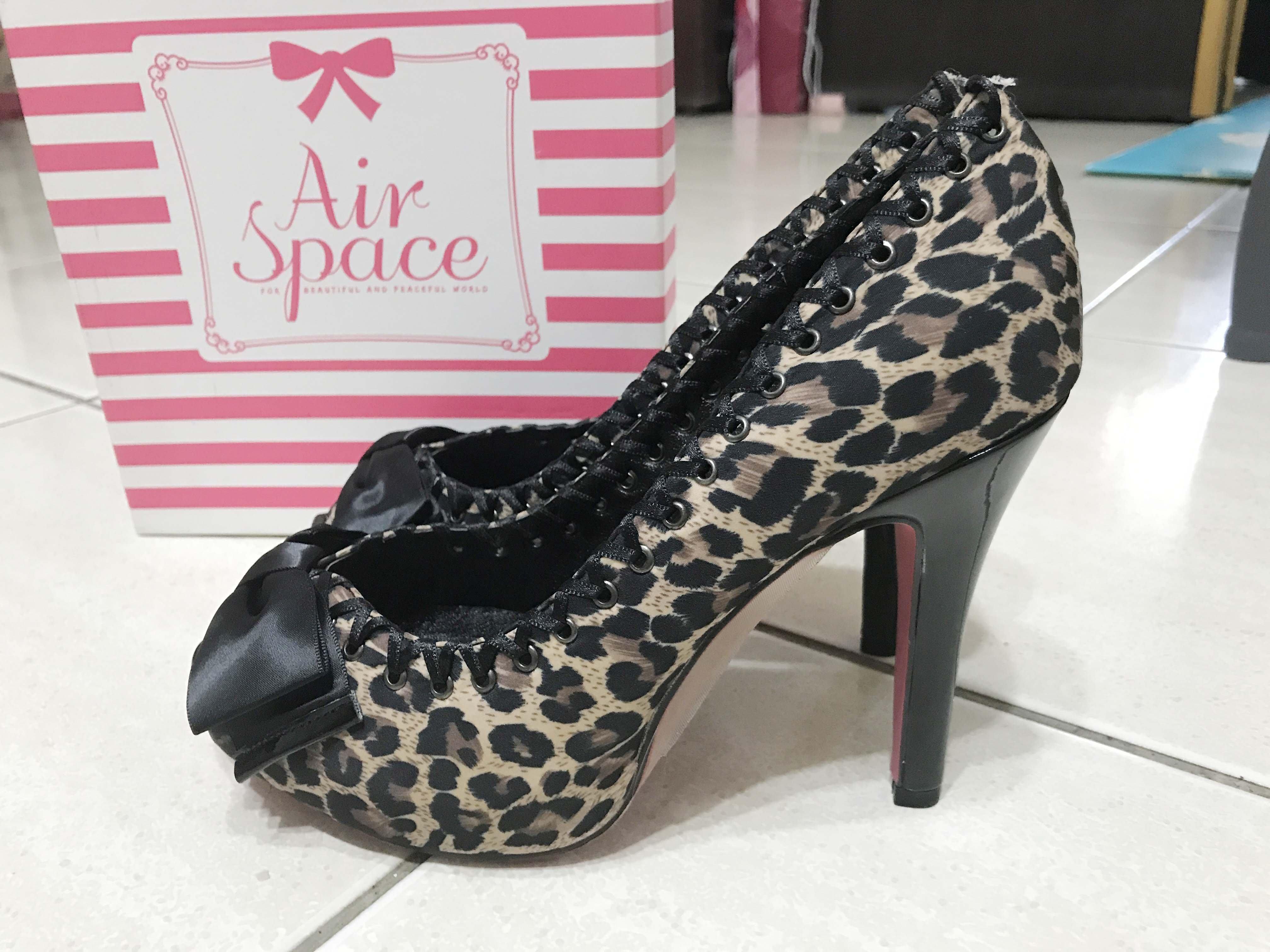 全新【AIR SPACE】 蝴蝶結綴飾性感豹紋露趾 高跟鞋