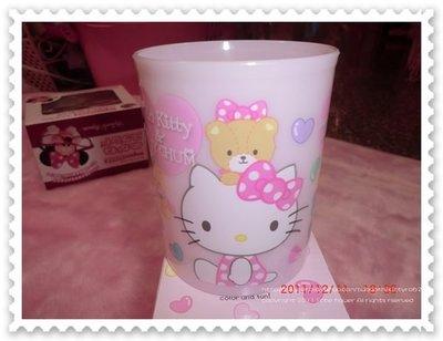 ♥小花花日本精品♥Hello Kitty&Tiny Chum七彩小熊系列塑膠杯 水杯 杯子 筆筒 製物筒