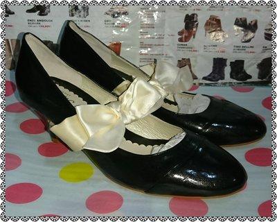 ☆甜甜妞妞小舖 ☆ 品牌  H2O 黑色漆皮白帶蝴蝶結女鞋--中跟圓頭包鞋---L號