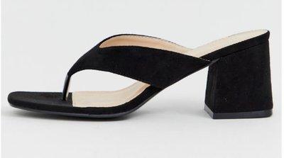 英國流行時尚鞋履品牌 黑色麂皮感夾腳中跟穆勒鞋 粗跟中跟鞋BLK Toe post block heeled mules