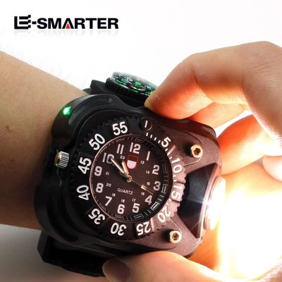 戶外手腕燈手錶強光手電筒可充電超亮遠射夜跑騎行多功能小便攜數字石英表手電筒自駕遊 徒步 露營 LED手電筒
